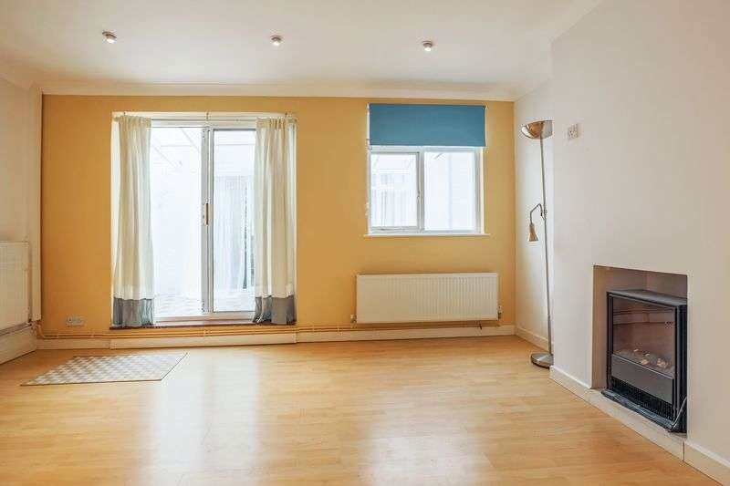 3 Bedrooms Terraced House for sale in Deerhurst Road, London