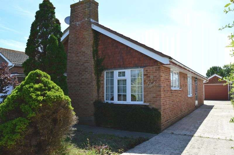 2 Bedrooms Detached Bungalow for sale in Astrid Close, Hayling Island