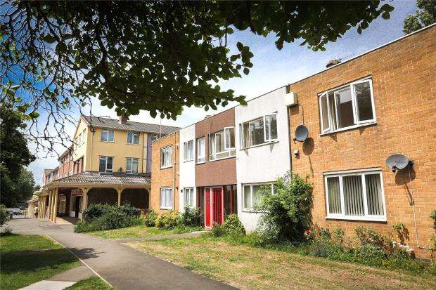 2 Bedrooms Flat for sale in Selworthy Road, Taunton, Somerset