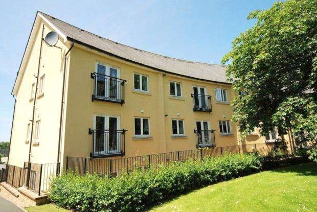 2 Bedrooms Flat for sale in Echo Crescent, Plymouth, Devon