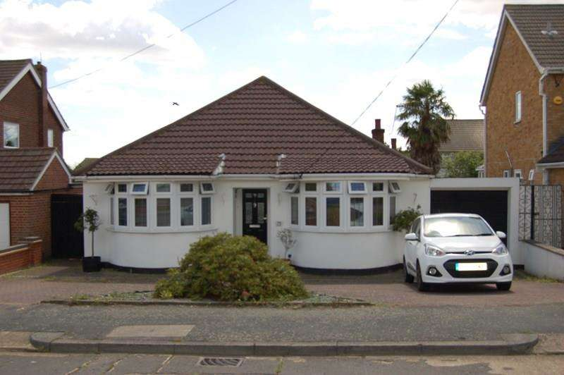 3 Bedrooms Detached Bungalow for sale in Belmont Avenue, Wickford