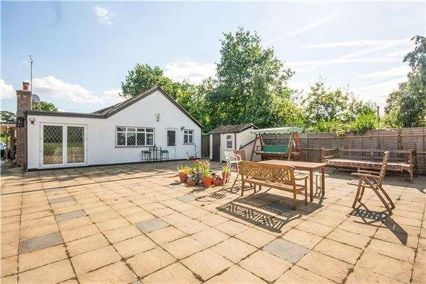 4 Bedrooms Detached House for sale in Charlwood, RH6