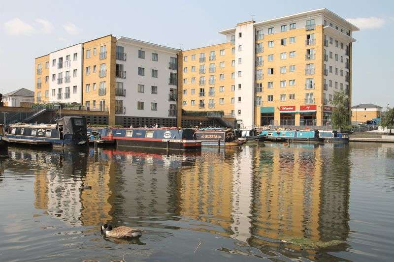 2 Bedrooms Flat for sale in Caldon House, Northolt, Middlesex