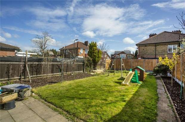 3 Bedrooms Semi Detached House for sale in Gibbon Road, Acton