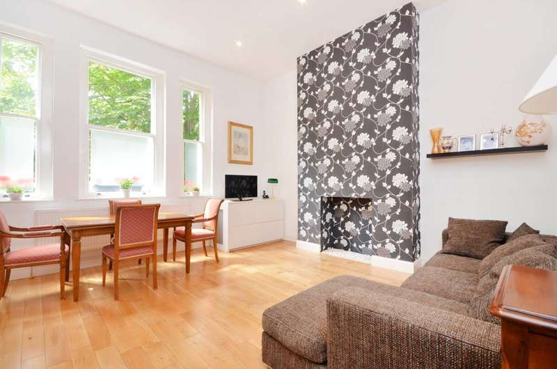 3 Bedrooms Flat for sale in Waldegrave Park, Strawberry Hill, TW1