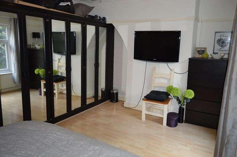 2 Bedrooms Terraced House for sale in Edge Green Lane, Golborne, WA3 3UZ