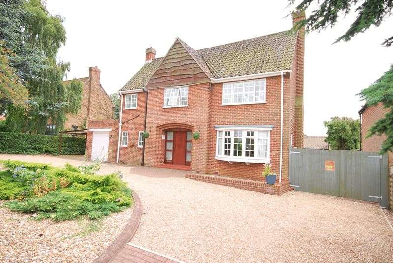 3 Bedrooms Detached House for sale in **NEW PRICE** Spring Road, Market Weighton
