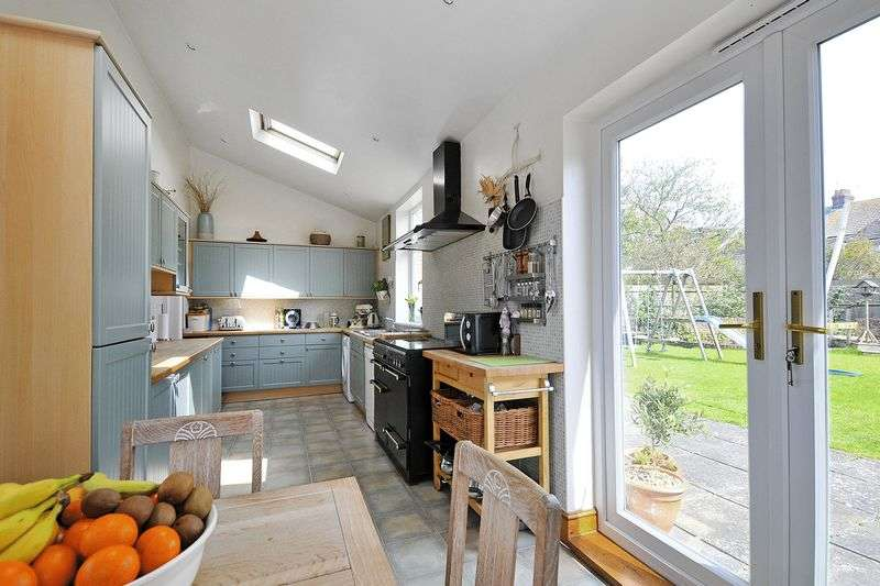 5 Bedrooms Detached House for sale in St. Andrews Road, Worthing