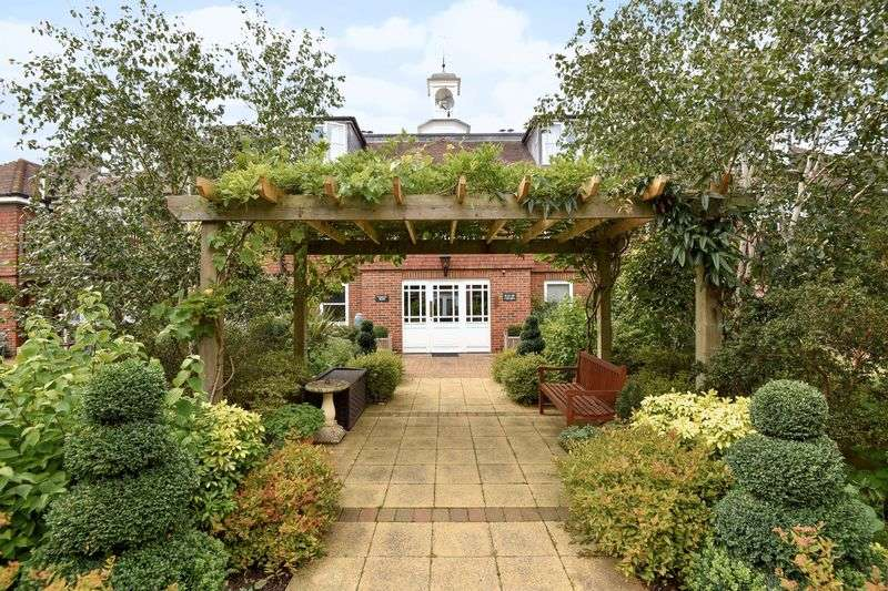 3 Bedrooms Flat for sale in St Mary's Court, Beaconsfield