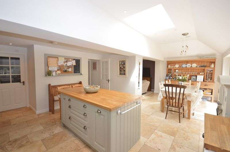 3 Bedrooms Terraced House for sale in Brill