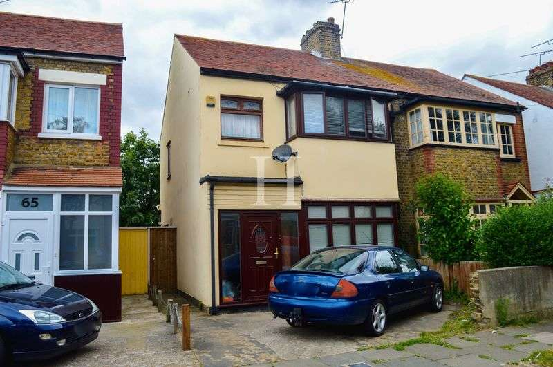 3 Bedrooms Semi Detached House for sale in Cromwell Road, Southend-On-Sea, Essex, SS2