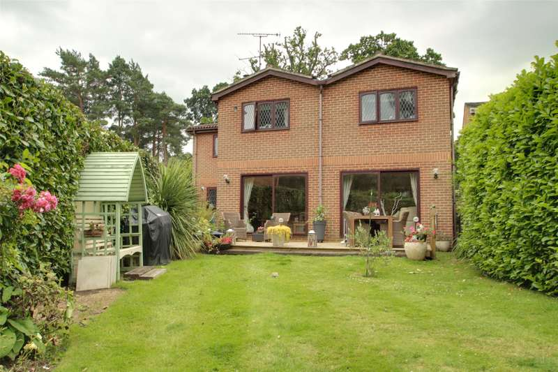 5 Bedrooms Detached House for sale in Ottershaw Park, Ottershaw, Surrey, KT16