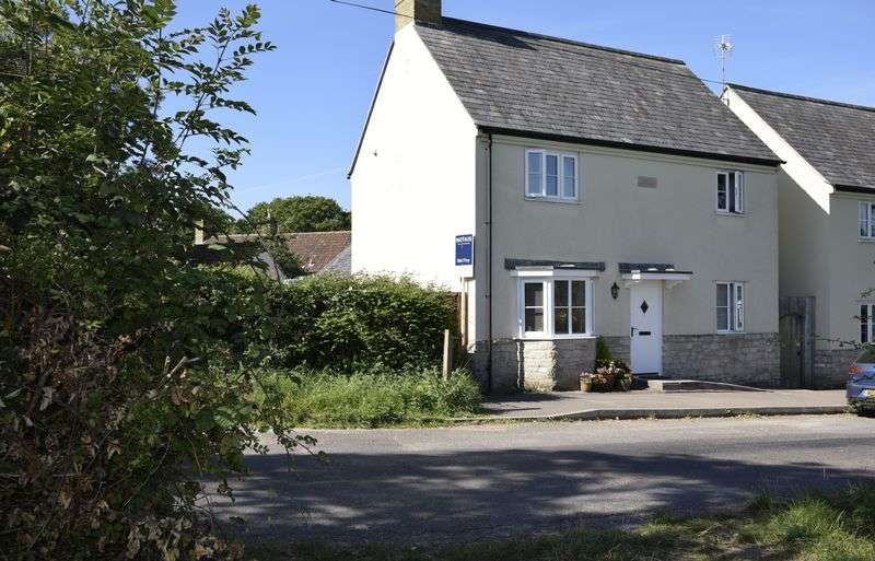 3 Bedrooms Detached House for sale in Handsome property with views over green fields to the hills beyond