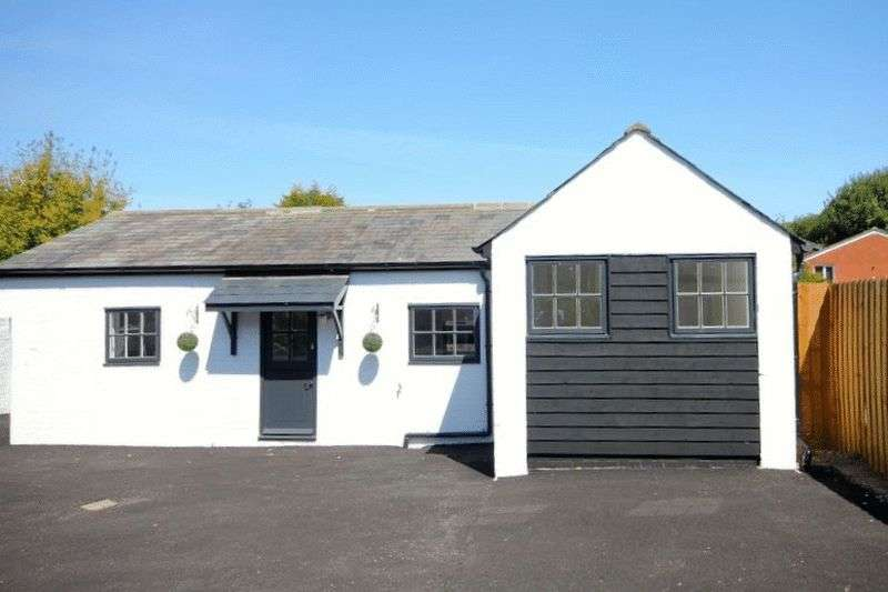 2 Bedrooms Detached Bungalow for sale in High Street, Markyate