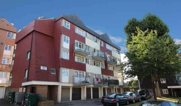 3 Bedrooms Maisonette Flat for sale in Aldriche Way, London, Greater London, E4 9LZ