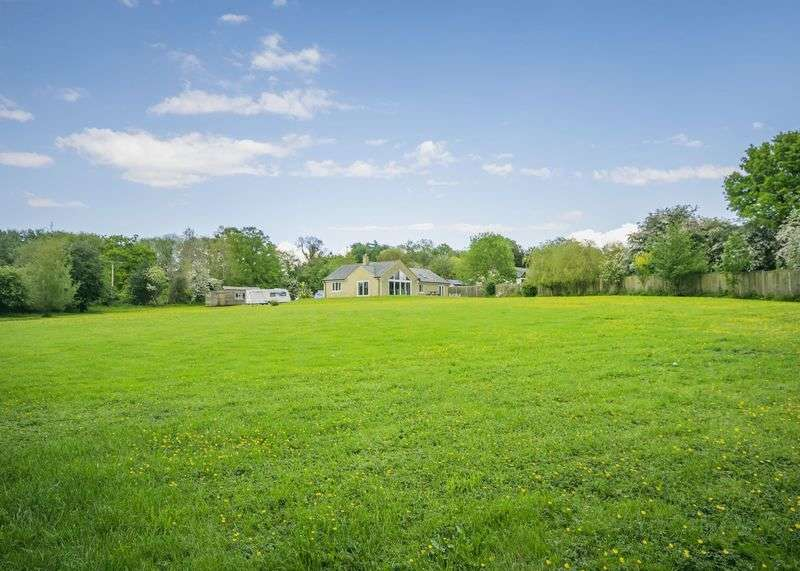 4 Bedrooms Detached Bungalow for sale in Knowl Hill, Kingsclere