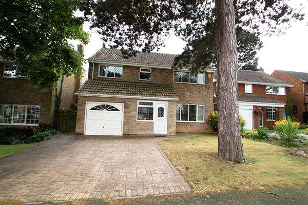 4 Bedrooms Detached House for sale in Andrews Grove, Ackworth