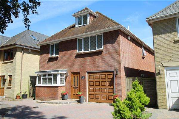 5 Bedrooms Detached House for sale in Ashtree Meadows, Christchurch