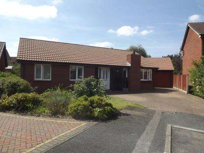 3 Bedrooms Bungalow for sale in Crofters Heath, Great Sutton, Ellesmere Port, Cheshire, CH66