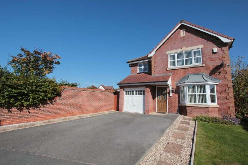 3 Bedrooms Detached House for sale in Llys Gwydyr, Denbigh
