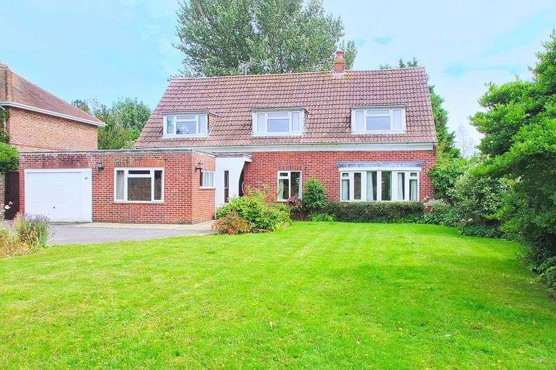 4 Bedrooms Detached House for sale in Willowhale Avenue, Bognor Regis PO21