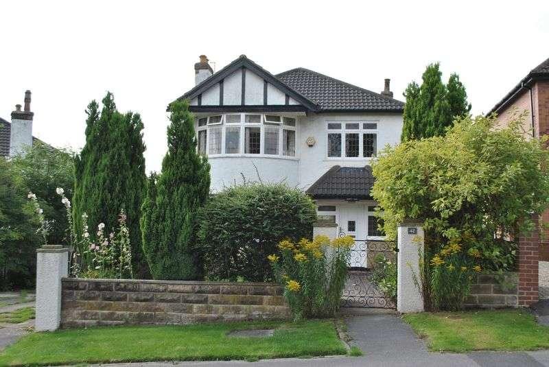 4 Bedrooms Detached House for sale in Kings Mount, Leeds, LS17