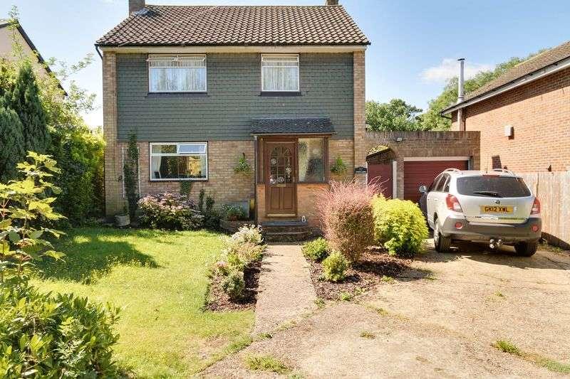 3 Bedrooms Detached House for sale in Warren Mead, Banstead