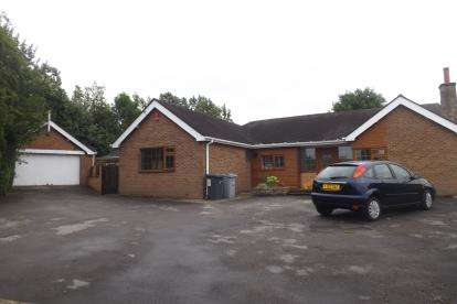 5 Bedrooms Bungalow for sale in Congleton Road North, Scholar Green, Stoke-On-Trent, Cheshire