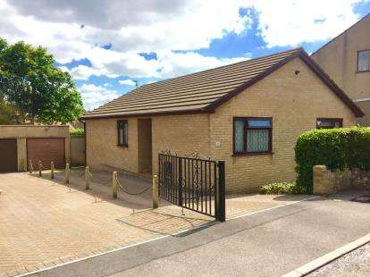 3 Bedrooms Bungalow for sale in Purton Close, Kingswood, Bristol