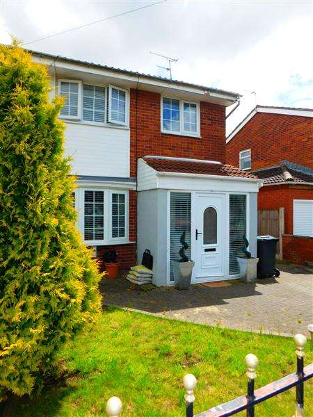 3 Bedrooms Semi Detached House for sale in Linnet Way, Kirkby