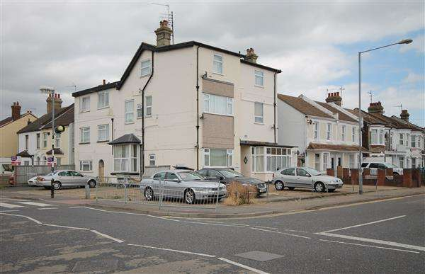 1 Bedroom Apartment Flat for sale in West Avenue, Clacton on Sea