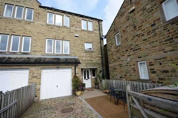 4 Bedrooms End Of Terrace House for sale in Sike Close, HOLMFIRTH, West Yorkshire