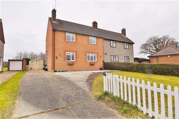 3 Bedrooms Semi Detached House for sale in Little Chart Village, TN27
