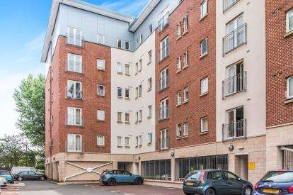 2 Bedrooms Flat for sale in Saltra, 6 Elmira Way, Salford, Greater Manchester