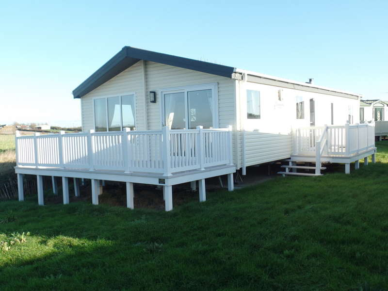 2 Bedrooms Mobile Home for sale in Willerby Clearwater Lodge, St. Osyth Beach CO16 8SG