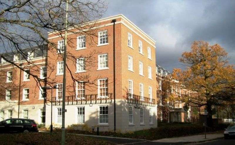 2 Bedrooms Flat for sale in Peel Court,College Way, Welwyn Garden City: Two bed first floor Assisted Living retirement apartment