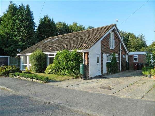 3 Bedrooms Bungalow for sale in Bourne Way, Midhurst, West Sussex, GU29