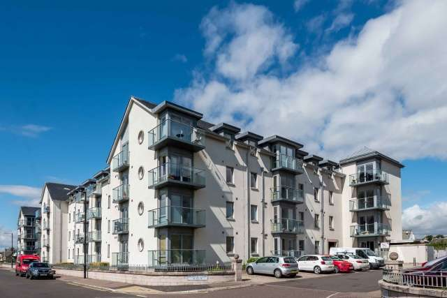 2 Bedrooms Flat for sale in Links Parade, Carnoustie, Angus, DD7 7JD
