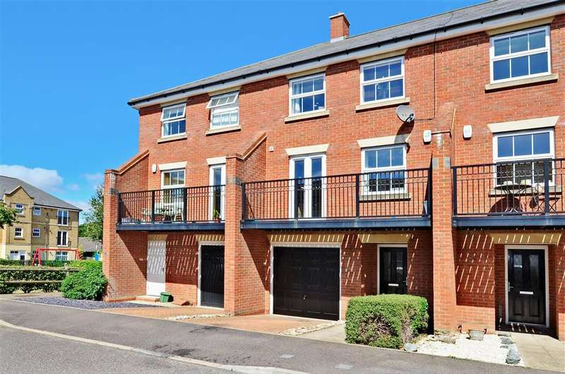 4 Bedrooms Town House for sale in Rotary Gardens, Gillingham, Kent