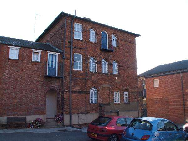 2 Bedrooms Apartment Flat for sale in The Cloisters, Irthlingborough Road, Wellingborough