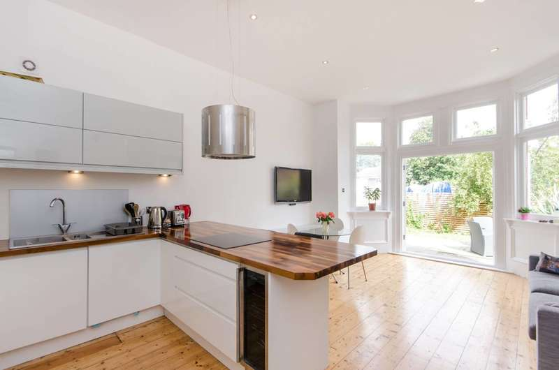 3 Bedrooms Flat for sale in Oakdale Road, Streatham Common, SW16