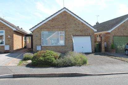 2 Bedrooms Bungalow for sale in Dickens Road, Harbury, Leamington Spa, Warwickshire