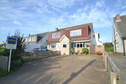 4 Bedrooms Semi Detached House for sale in Ramsden Heath, Billericay, Essex
