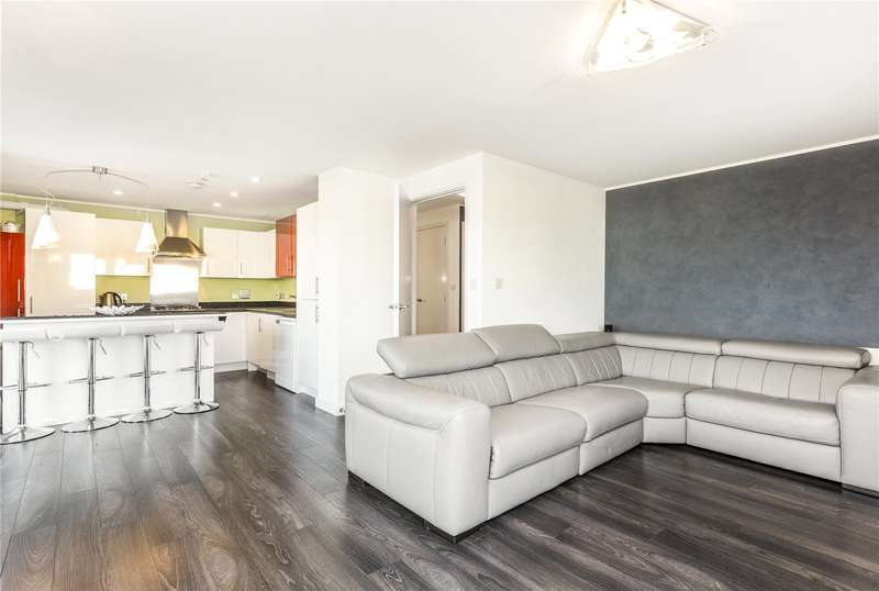 2 Bedrooms Flat for sale in Drovers Way, London, N7