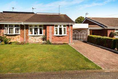 2 Bedrooms Bungalow for sale in Larchwood Crescent, Sutton Coldfield, West Midlands