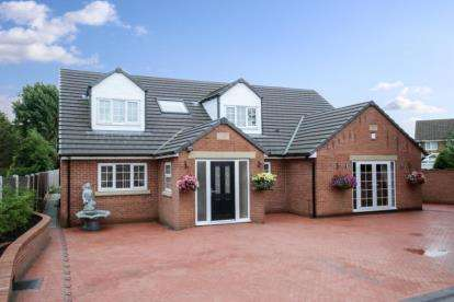 6 Bedrooms Bungalow for sale in Laughton Road, Thurcroft, Rotherham, South Yorkshire