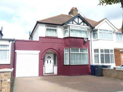 3 Bedrooms Semi Detached House for sale in Knowsley Avenue, Southall