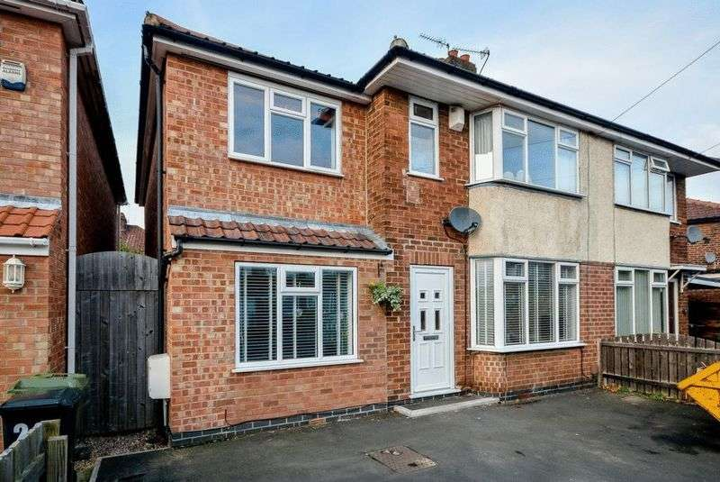 4 Bedrooms Semi Detached House for sale in Lawnswood Drive, York, YO30 5QL