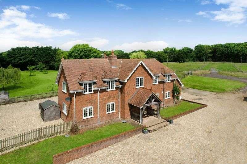 4 Bedrooms Detached House for sale in Woodlands