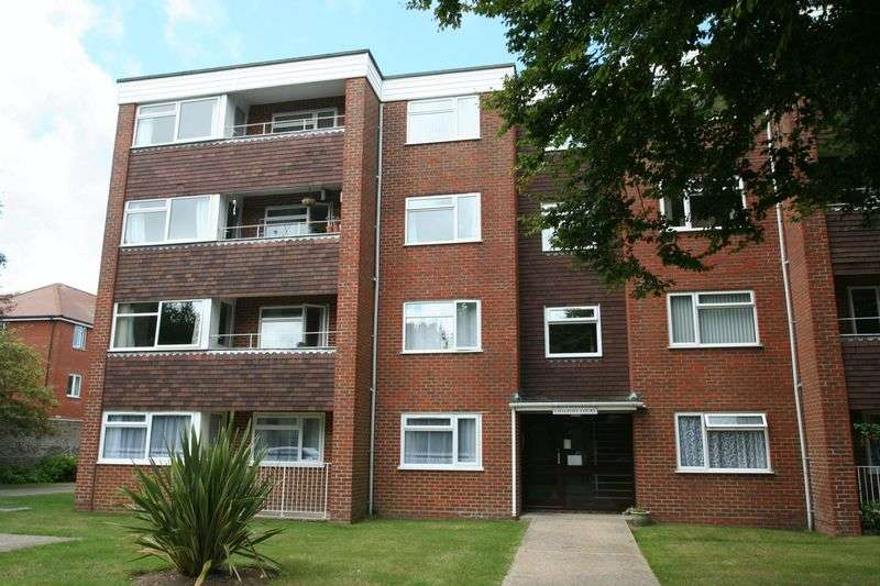 2 Bedrooms Flat for sale in Lansdowne Road, Worthing
